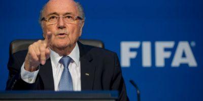 Sin embargo, su renuncia no fue inmediata, pues su periodo al mando se extendería hasta el momento en que la FIFA hiciera nuevas elecciones presidenciales, las cuales se efectuarán en febrero de 2016 Foto:Getty Images
