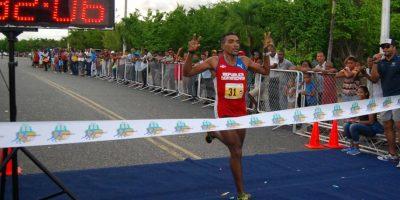 Rosa y Rodríguez dominan maratón municipio Santo Domingo Este 10k