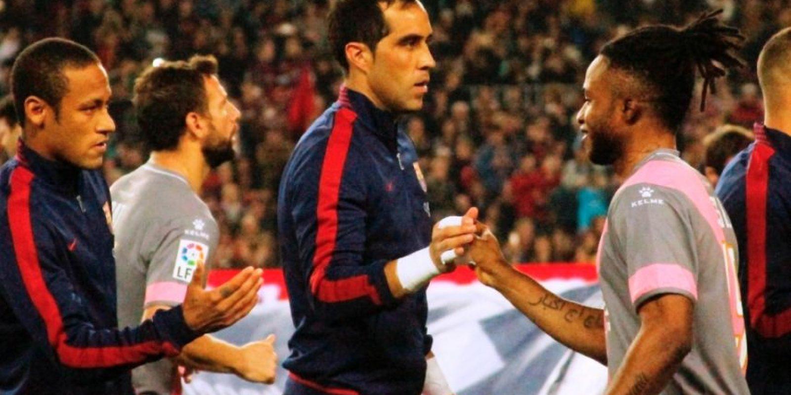 Claudio Bravo (centro) regresó a las canchas después de una lesión. Foto:Ramón Mompiò