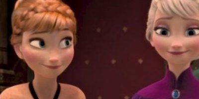 Mientras tanto, las chicas crecerían creyendo que sus padres murieron en el naufragio. Foto:vía Disney