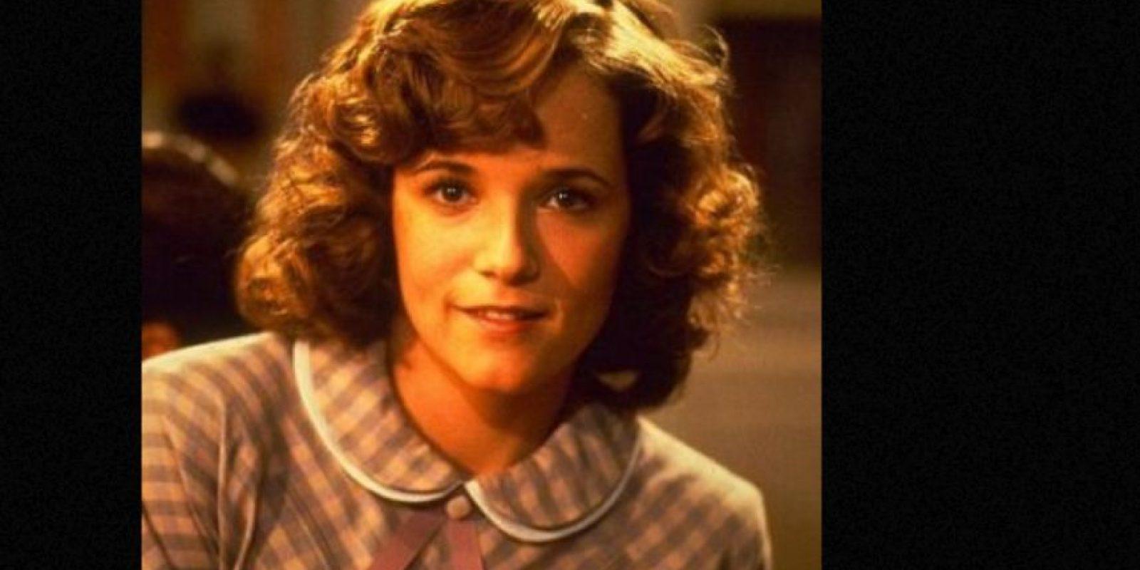 """Lea Thompson era """"Lorraine Baines McFly"""", la joven que se enamora de """"Marty"""" sin saber que será su hijo en el futuro. Foto:vía IMDB"""