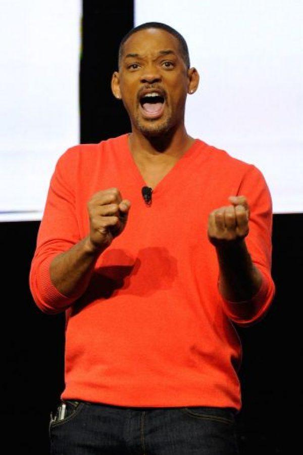 En este nuevo tema se puede escuchar al actor de 47 años combinando rimas en inglés y español Foto:Getty Images