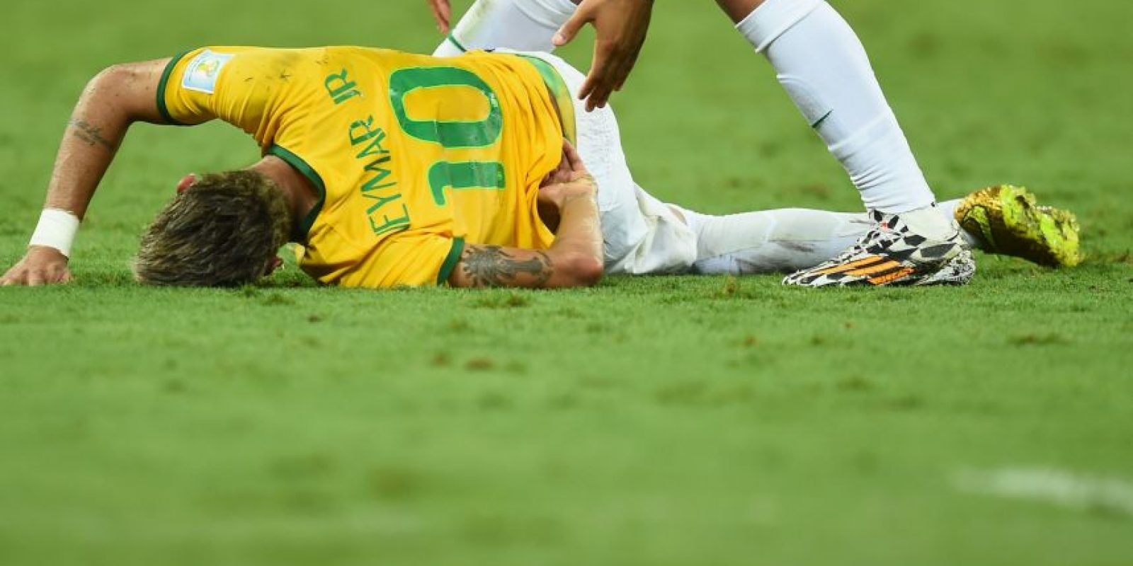 Esto provocó que Neymar quedara fuera de la Copa del Mundo y se perdiera el duelo de semifinales ante Alemania. Entonces, las redes sociales se volcaron contra Zúñiga quien además de recibir amenazas de muerte, fue objeto de insultos racistas. Foto:Getty Images