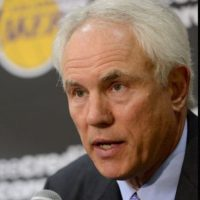 6. Mitch Kupchak: El director general de los Lakers es una persona cercana al jugador y viajó a Las Vegas para visitarlo en el hospital. Foto:Getty Images