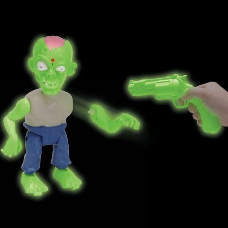 Con este divertido juguete, los defensores de la humanidad tienen sólo 30 segundos para derribar al zombie. Foto:hammacher.com