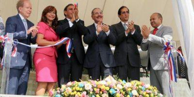 Medina encabeza inauguración de los consultorios Clínica Cruz Jiminián
