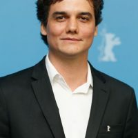 """El actor brasileño subió 20 kilos (44 libras) para la serie """"Narcos"""" Foto:Getty Images"""