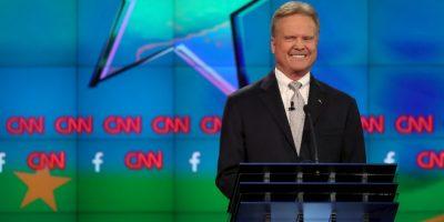 Precandidato presidencial no competirá contra Hillary Clinton