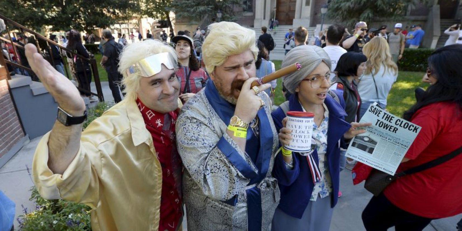 """Cientos de fanáticos se dieron cita en """"Hill Valley"""". Foto:AFP"""
