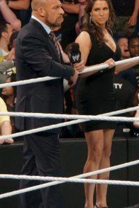 Stephanie junto a su esposo Triple H Foto:WWE