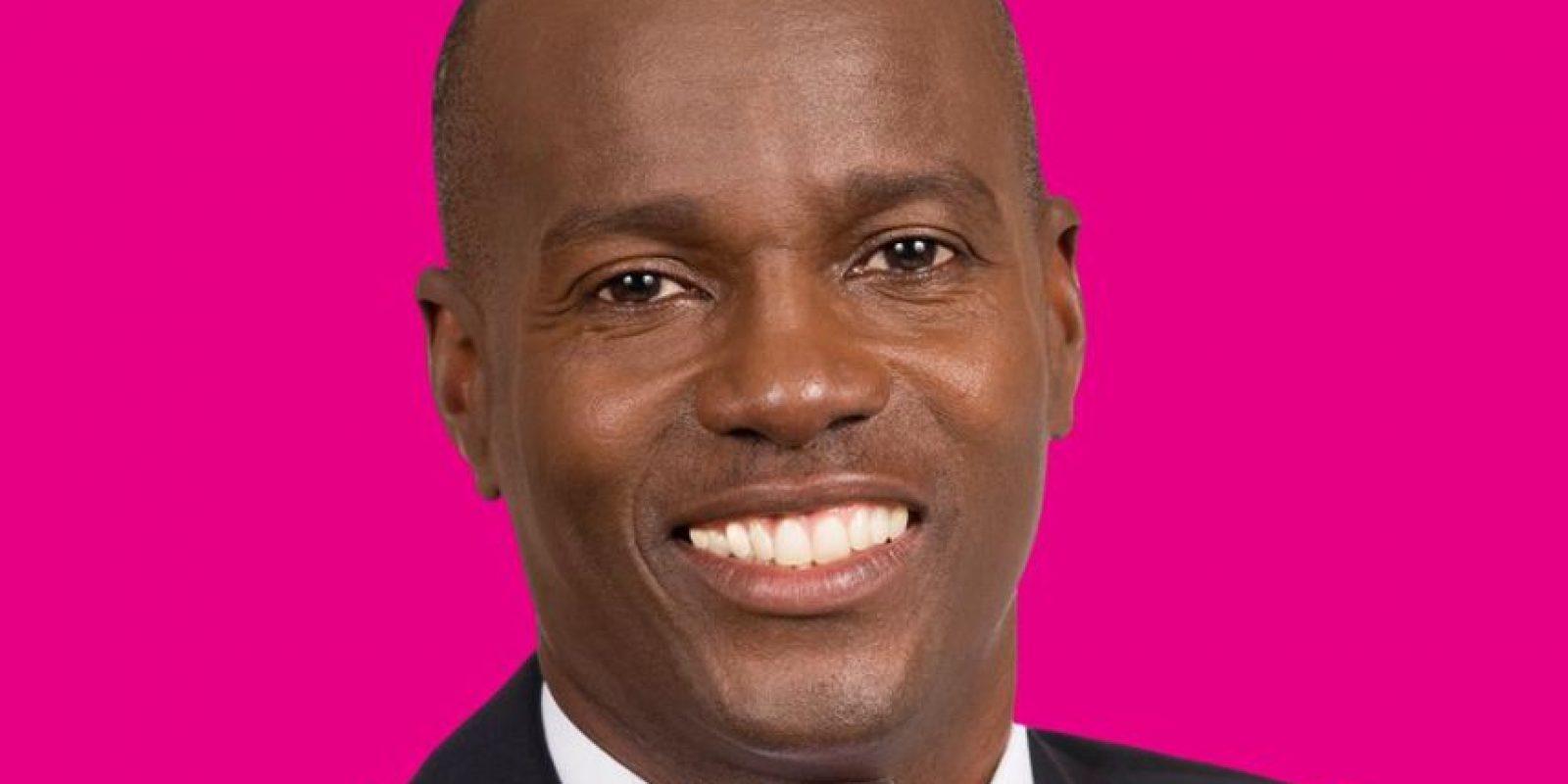 """Jovenel Moïse. Partido Haïtian Tet Kale (PHTK): Es agroempresario. Candidato oficialista, basa su campaña en la reforma agrícola. Según el politólogo consultado, Moïse es visto como un subalterno del actual presidente, Michel Martelly. """"Jovenel Moïse representa el modelo de la producción nacional porque entiende la lógica de la producción en masa que se traduce en la creación de empleo y riqueza para la clase baja"""", asegura Martelly."""