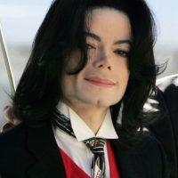 """En la cinta se escucha el tema """"Beat it"""" y hasta podemos ver su póster en la recámara de """"Marty"""" Foto:Getty Images"""