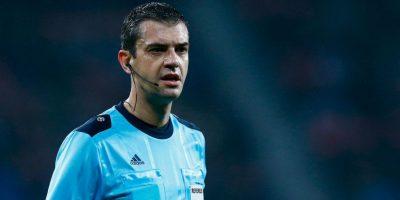 10. Los árbitros de fútbol se olvidaron del tradicional uniforme negro Foto:Getty Images