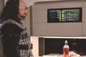 """REPLICADOR: En la serie """"Star Trek"""", un dispositivo tiene la respuesta a nuestros frenéticos estilos de vida: el replicador. Sintetiza las comidas a la carta, y no sólo la comida, ya que puede crear casi cualquier objeto. A pesar de que ya existe la tecnología de impresión 3D, este dispositivo es todavía muy fuera-de-este-mundo."""