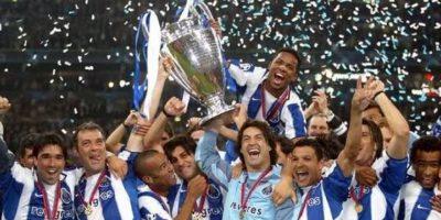 En 2004, con un fútbol defensivo pero efectivo, José Mourinho llevó al Porto a la gloria de la Champions Foto:Getty Images