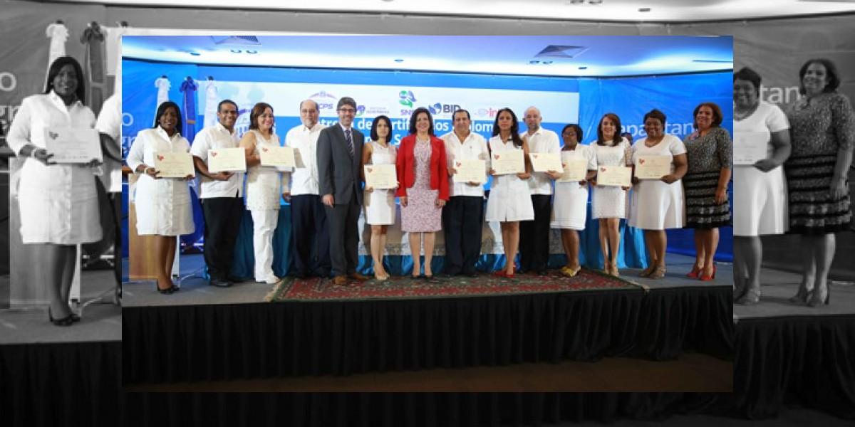 Vicepresidenta gradua 230 autoridades de salud en gestión de servicios