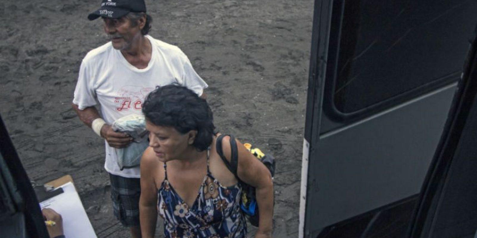Algunos estan siendo trasladados en autobuses. Foto:AFP