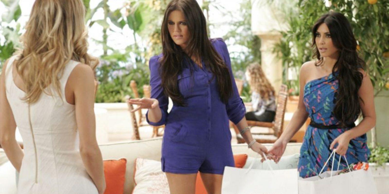 "En 2010, Kim y Khloé Kardashian protagonizaron un cameo en la serie ""90210"". Foto:The CW"