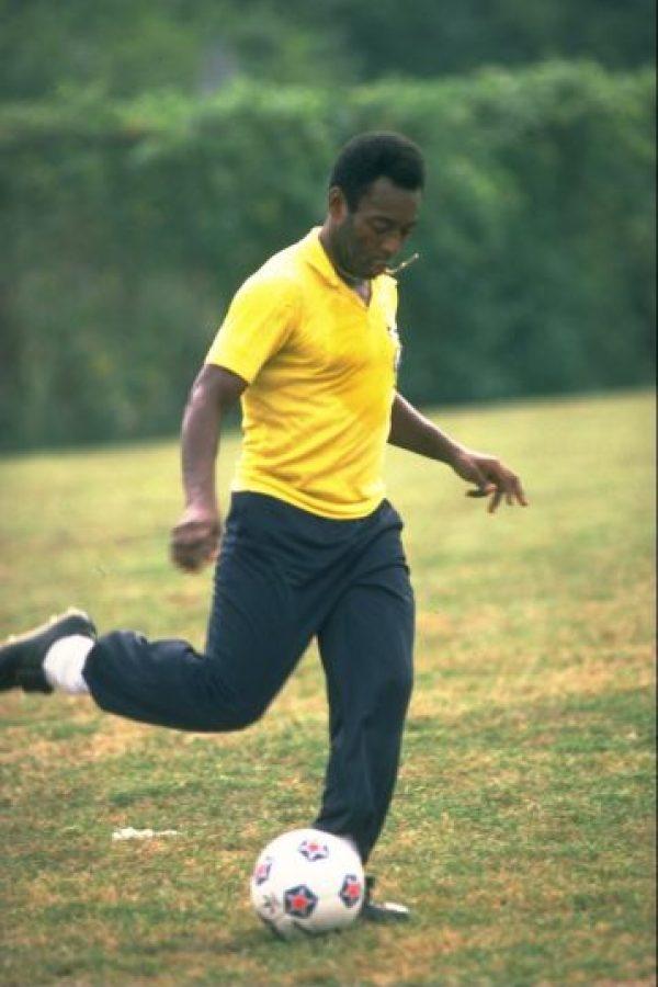 """""""Siempre comparan a alguien con Pelé, pero yo digo a mis amigos argentinos que primero tienen que decidir quién es el mejor de Argentina. Si le eligen, él debe superar los mil goles para empezar a hablar"""". Foto:Getty Images"""
