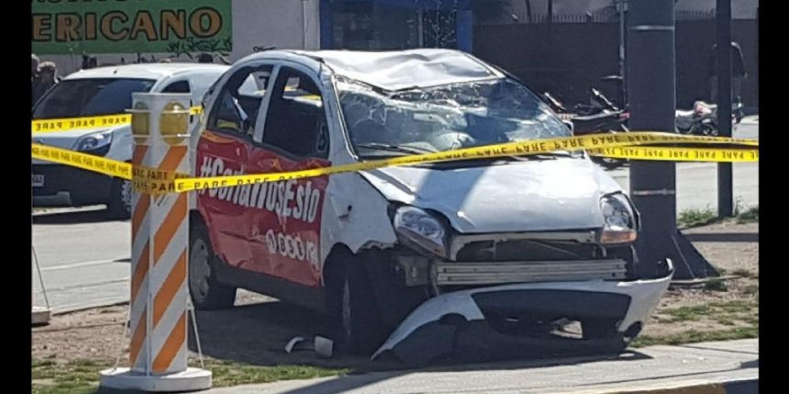 Todos los autos de la campaña están destruidos. Foto:Vía Twitter @elyerva_