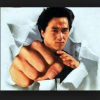 Los monjes Shaolin en China incorporan las formas de ejercicio con su filosofía de no violencia. Foto:Tumblr.com/tagged-jackie-chan