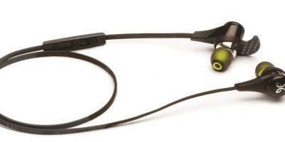 Jaybird BlueBuds XPara un trote ideal necesitas un par de audífonos ideales, no esos cables que cuelgan y que constantemente caen fuera de tus oídos. Estos auriculares micro a prueba de sudor funcionan a través de Bluetooth, entregando el audio de forma inalámbrica. Según sus creadores, el objetivo es facilitar el uso de este material mediante el aumento de la calidad de sonido al cambiar la forma regular en que la gente escucha música y podcasts. Los BlueBuds X tienen una tecnología de batería HD que ofrece un tiempo de uso de 8 horas. En Jaybirdsport.com, US$169.95.