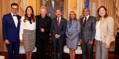 Danilo Medina recibe visita del afamado diseñador Jean Paul Gaultier