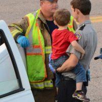 Testigos dijeron que el niño agarró el volante y condujo el camión a través de carriles de tráfico. Foto:AP