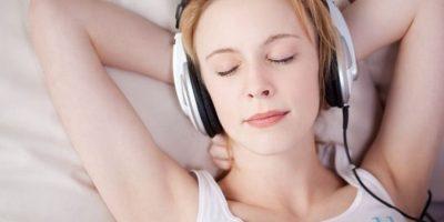 """Escuchar música relaja tanto como recibir un buen masaje. Platón decía: """"la música es para el alma lo que la gimnasia para el cuerpo"""". Foto:Pinterest"""