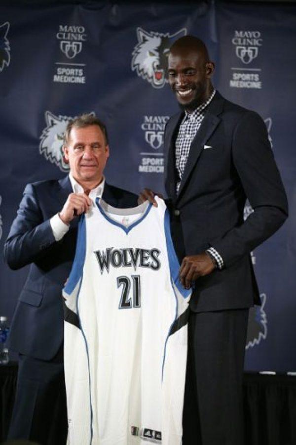 En 2014 regresó a dirigir a los Timberwolves, pero en junio de 2015 le fue diagnosticado un linfoma de Hodgkin. Foto:Getty Images