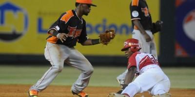 Rafael Bautista rompe las reglas en el béisbol