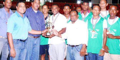 Mauricio Báez gana campeonato baloncesto U-15 de la ABADINA