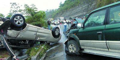 Mueren cinco personas y diez resultan heridas en dos accidentes de tránsito