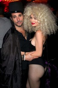Todd Morse y la playmate Kim Phillips Foto:Getty Images