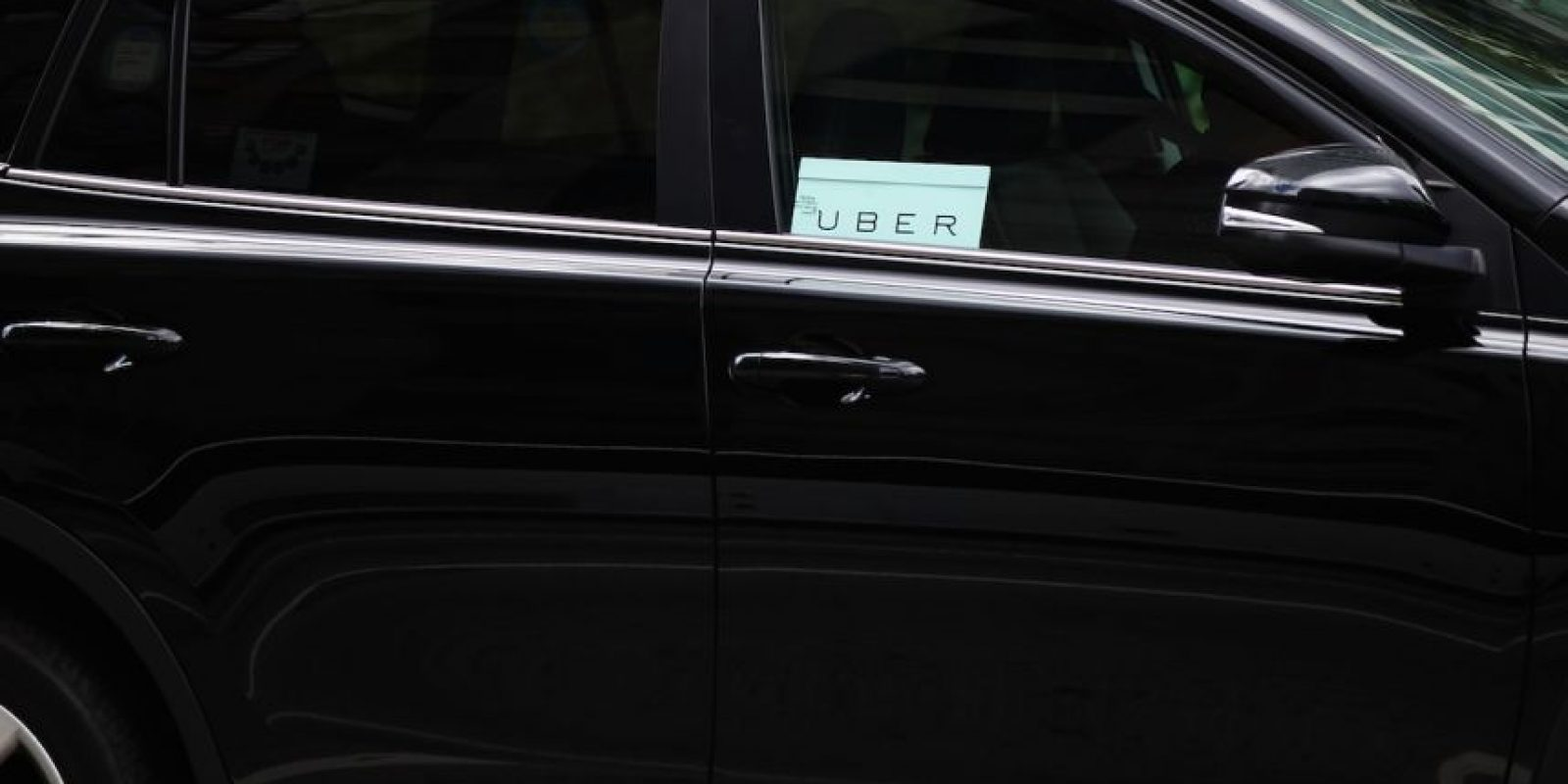 Está prohibido en el reglamento de tránsito y es vital para seguridad de los pasajeros. Solamente lo pueden utilizar para ver los mapas para llegar a su destino y cuando el auto se encuentre totalmente detenido. Foto:Getty Images