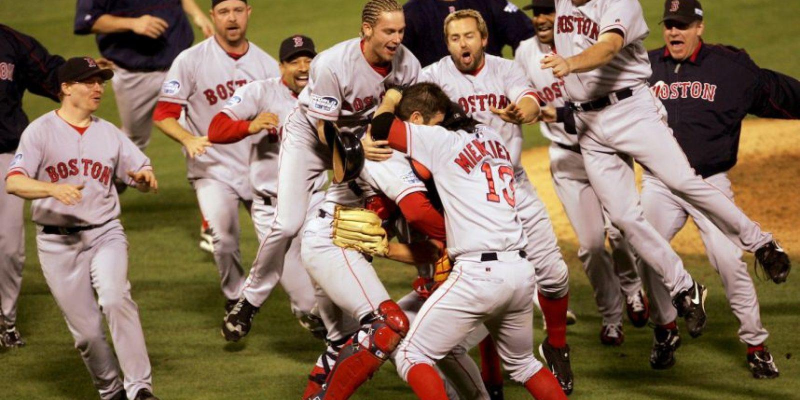 2004 – Red Sox de Boston / Vencieron a los Cardenales de San Luis en cuatro juegos. Foto:Getty Images