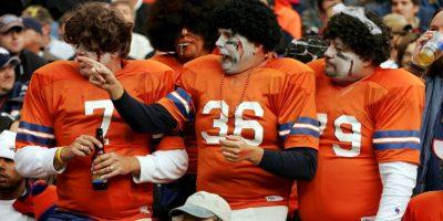 Estos fans de los Broncos de Denver hicieron divertida la celebración. Foto:Getty Images