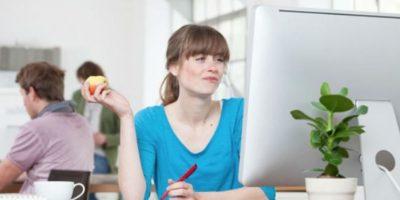 ¿Cómo un oficinista puede comer saludable y evitar los alimentos cancerígenos?