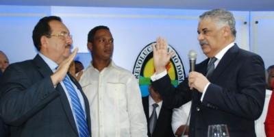 Vargas Maldonado juramenta a dirigentes en Hato Mayor que regresaron al PRD