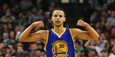 Curry brilló en su primer partido de la temporada en la NBA