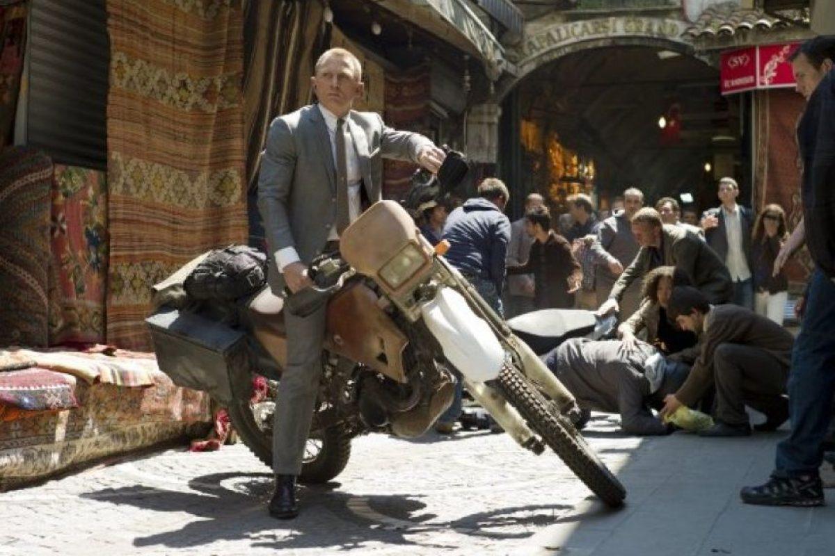 """Y descubrir la siniestra verdad que esconde la terrible organización """"Spectre"""". Foto:IMDb"""