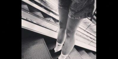 Al subir a una escalera o rampa eléctrica lo primero es hacer uso de ellas en el área media del ancho de las escaleras Foto:Instagram.com/explore/tags/escalator/