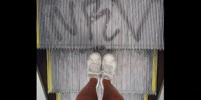 """""""Cuando los niños estén cerca al área de cargue y descargue de la escalera, es decir, al inicio o al final, nunca se deben dejar solos, ni siquiera un niño debe cruzar esas áreas de un lado para otro Foto:Instagram.com/explore/tags/escalator/"""