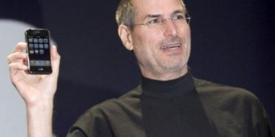Steve Jobs, CEO de Apple, presentó el primer iPhone el 9 de enero de 2007 en la MacWorld Expo. Foto: Getty Images