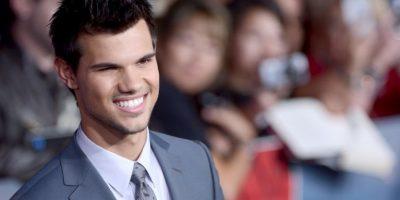 Más kilos y menos dientes... Así se ve Taylor Lautner en su nueva película