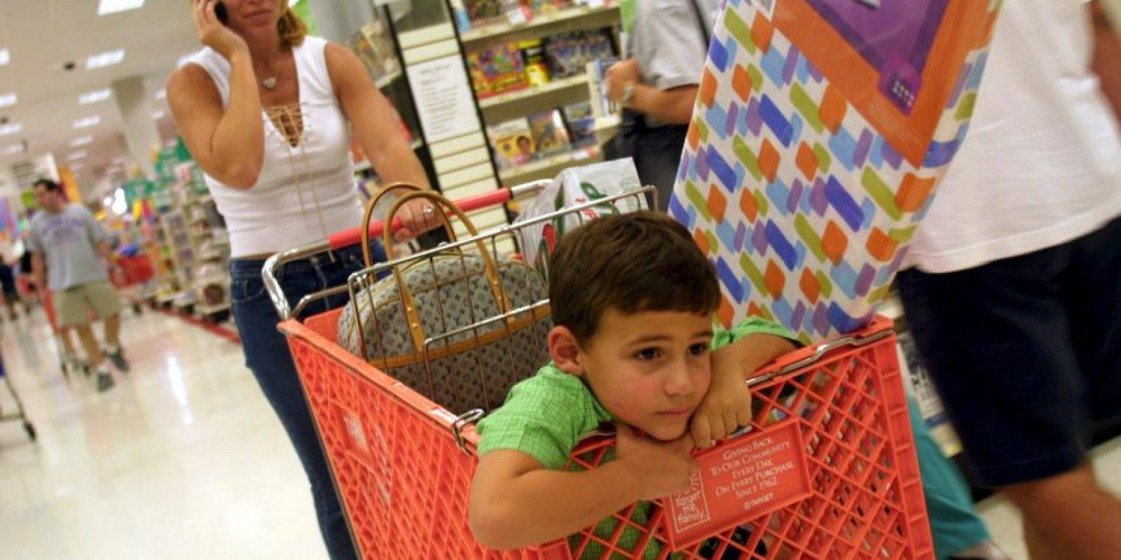 De acuerdo al testimonio de Gina Young, sus hijos comenzaron a llorar cuando escucharon la película. Los demás clientes comenzaron a gritarle a los empleados Foto:Getty Images