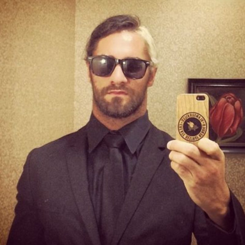 """Apareció en el roster principal de la WWE en 2012, participando en """"Survivor Series"""" junto con Dean Ambrose y Roman Reigns. Foto:Vía instagram.com/wwerollins"""