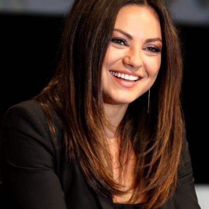 Mila Kunis. La actriz ha dicho en numerosas ocasiones que en el fondo es como un niño de 12 años, que ama los videojuegos y las películas de ciencia ficción.