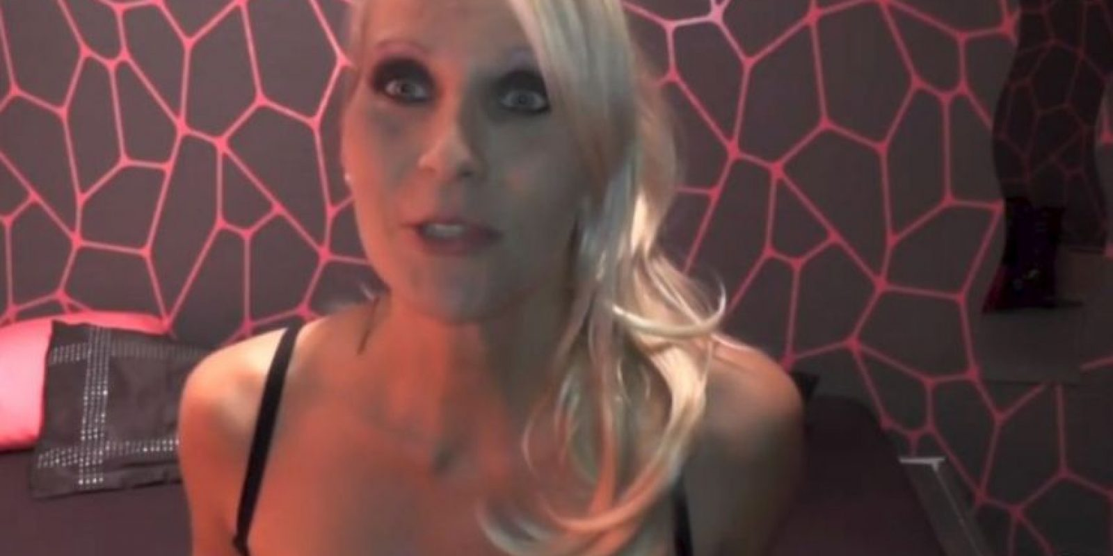 Por su labor en la industria porno se ganó un reconocimiento. Foto:vía Facebook/Julia.Blond