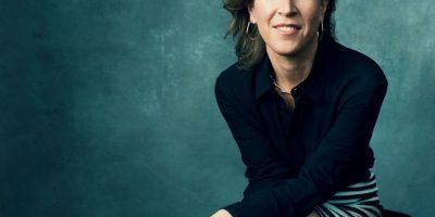 """Mujer y tecnología. En un ensayo publicado ayer en cnn.com, Susan Wojcicki, CEO de YouTube, asegura que tanto en el ámbito laboral como en los hogares de los Estados Unidos, las mujeres son dejadas a un lado cuando de tecnología se habla, haciéndolas creer que es algo aislante y antisocial. """"A pesar de que son las mujeres las que obtienen la mayoría de licenciaturas, ellas alcanzan únicamente el 12.9% de los títulos de ciencias de la computación, de acuerdo con la Asociación de Investigación de Informática"""", se lamentó, agregando que las mujeres solo ocupan el 26% de los trabajos en el sector de tecnología, lo que en un futuro cercano podría representar un retroceso para la mujer, en el tema de igualdad de género."""